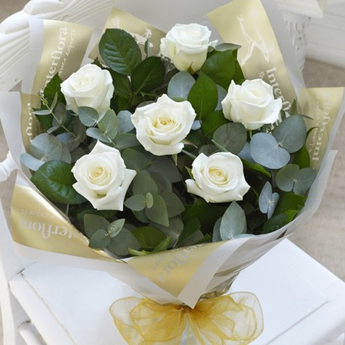 6 White Rose Hand-tied